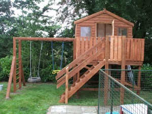 6-X-8-DELUX-TREE-HOUSE-WITH-SWINGS-004-300x225