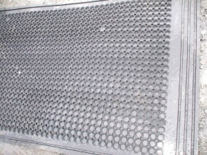 COW-MATS-standard-with-rib-under-003-300x225