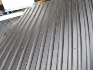 ruber-stable-mats-under-side-ribbed-300x225