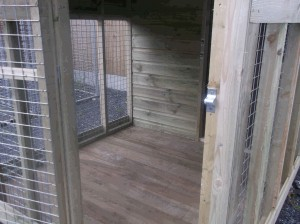10x6-Delux-Dog-Kennel-with-covered-Run-006-300x224